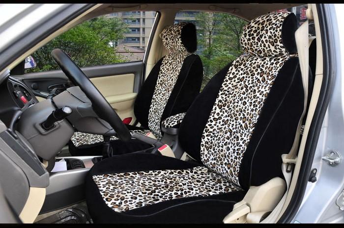 Tuning con tapidería de leopardo